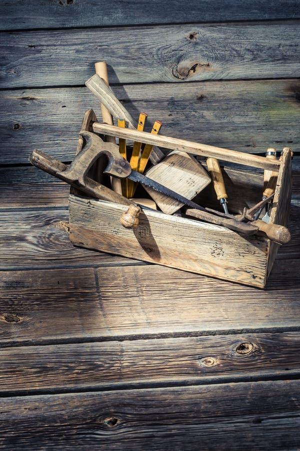 Caja de herramientas de madera vieja de los carpinteros imagen de archivo libre de regalías