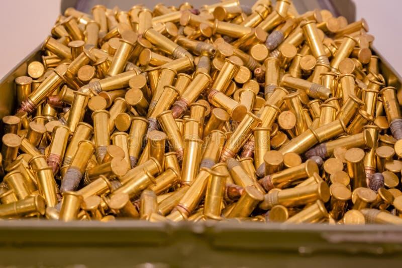 Caja de la munición por completo de balas fotografía de archivo libre de regalías