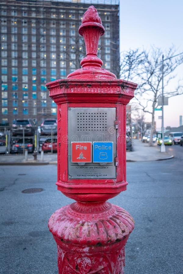 Caja de llamada de la policía y del cuerpo de bomberos, caja de la alarma, caja de Gamewell, Manhattan, New York City, NY foto de archivo