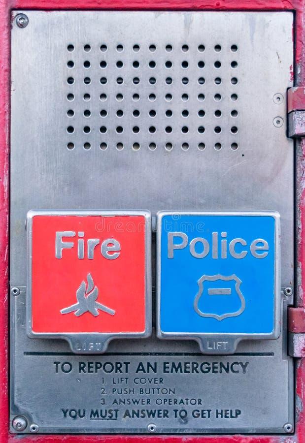 Caja de llamada de la polic?a y del cuerpo de bomberos, caja de la alarma, caja de Gamewell, primer, Manhattan, New York City, NY foto de archivo libre de regalías