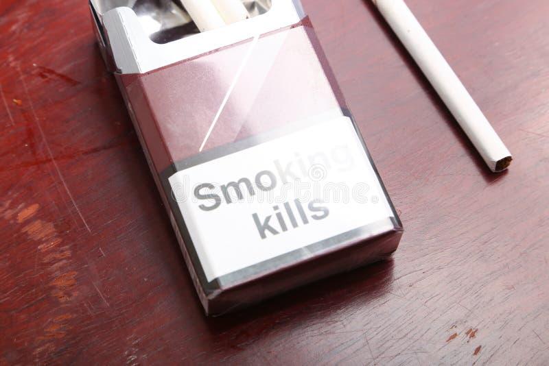 Caja de los cigarrillos imagen de archivo