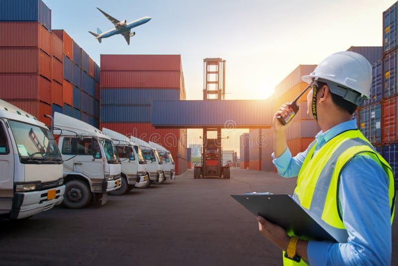Caja de los envases del cargamento del control del capataz de la nave para las importaciones/exportaciones, cargo industrial de l fotos de archivo