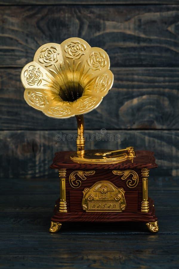 Caja de música de Gramofon del fonógrafo del vintage fotos de archivo libres de regalías