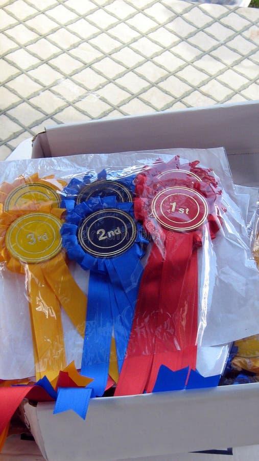 Caja de premios de la cinta para los primero, segundos, y terceros ganadores del lugar foto de archivo libre de regalías