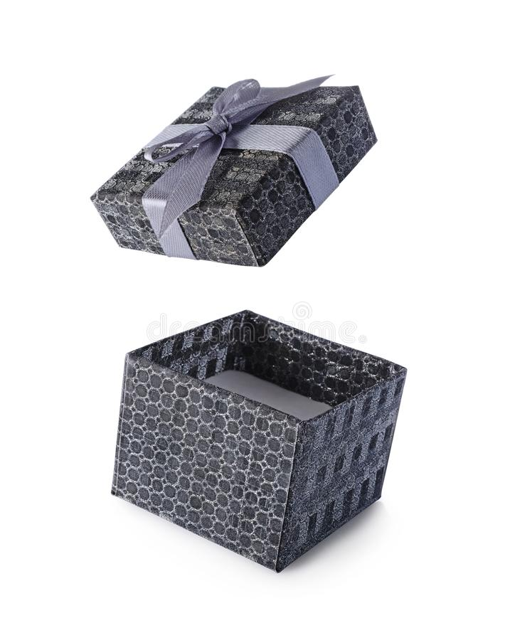 Caja de regalo abierta del vuelo gris con el lazo de satén imagenes de archivo