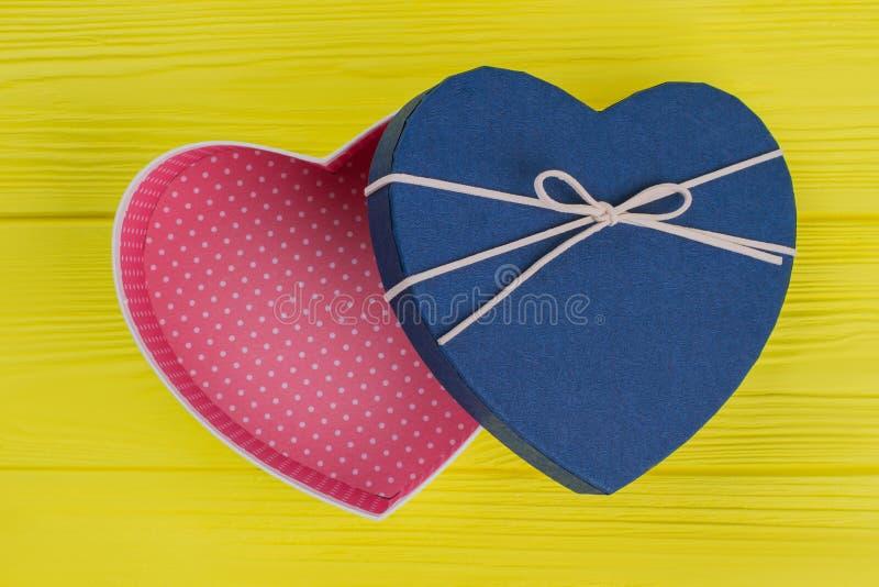 Caja de regalo azul vacía abierta fotos de archivo libres de regalías