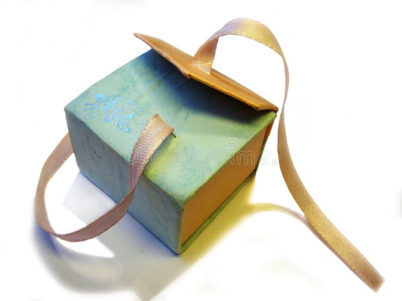 Caja de regalo con la cinta foto de archivo libre de regalías
