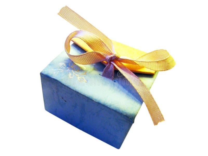 Caja de regalo con la cinta imagen de archivo