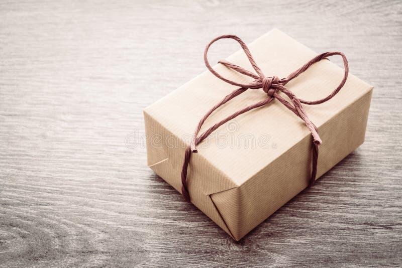 Download Caja de regalo de Brown imagen de archivo. Imagen de holiday - 64211835