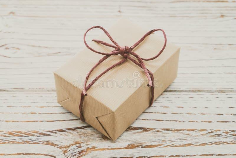 Download Caja de regalo de Brown foto de archivo. Imagen de cumpleaños - 64211912