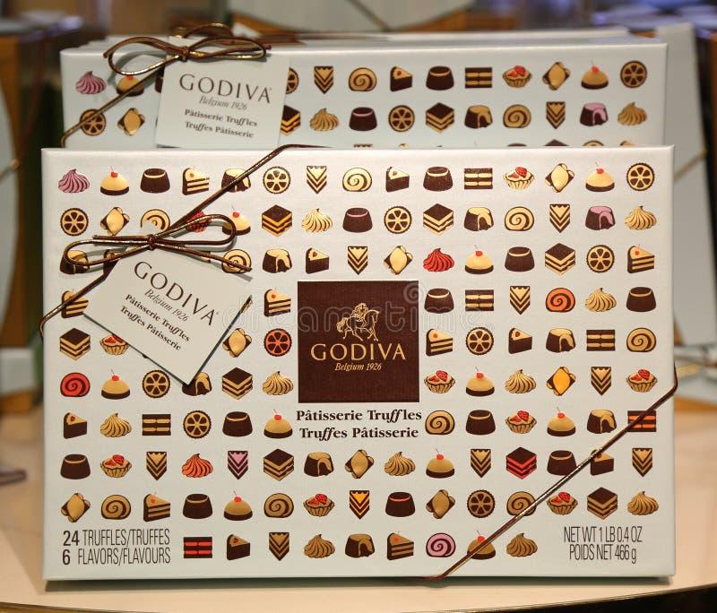 Caja de regalo de las trufas de la pastelería por Godiva fotografía de archivo