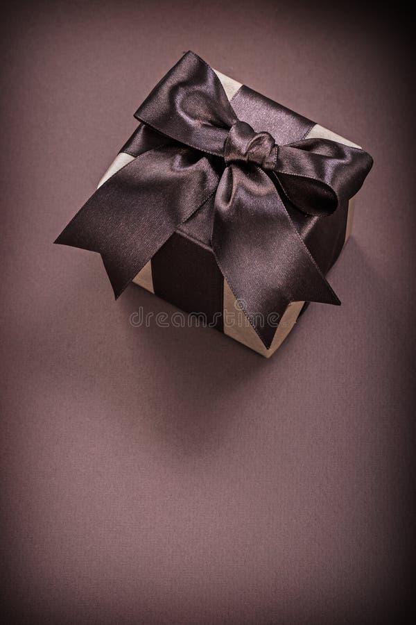 Download Caja De Regalo En Concepto Superficial Marrón De Los Días De Fiesta Foto de archivo - Imagen de brillante, regalo: 64210794
