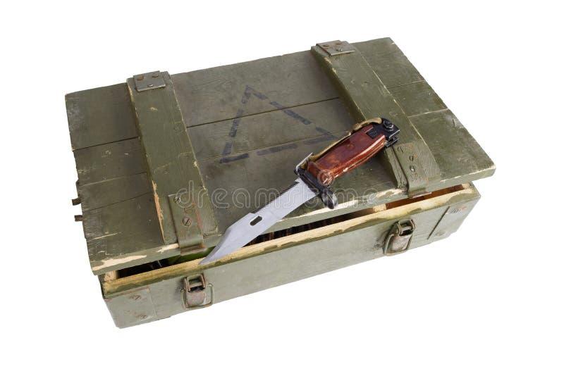 Caja del ejército con la munición foto de archivo