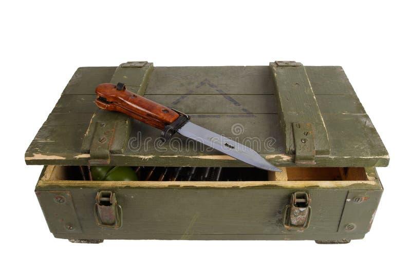 Caja del ejército con la munición fotos de archivo