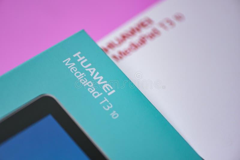 Caja del paquete de nuevo T3 del mediapad de Huawei de la tableta logotipo de HUAWEI del frente de 10 pulgadas en rosa imagen de archivo