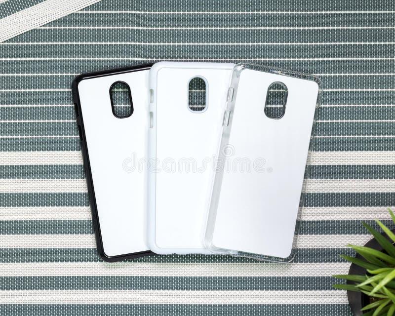Caja del teléfono móvil en fondo de las rayas Vista trasera de la superficie de la caja del teléfono para su diseño fotografía de archivo