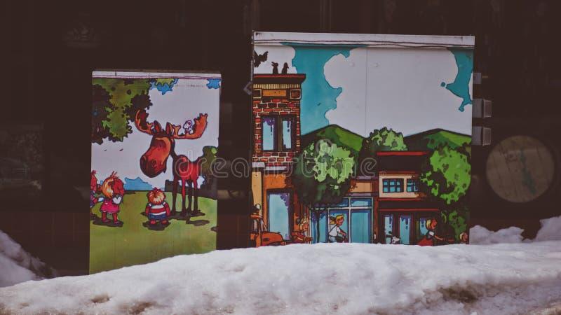 Caja eléctrica que fue convertida en Art Mural With Cute Painting que embellece la ciudad del ` Alene Idaho de Coeur d fotos de archivo libres de regalías