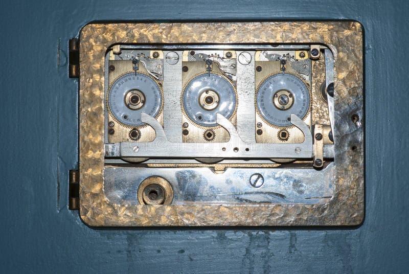 Caja fuerte antigua del banco fotografía de archivo