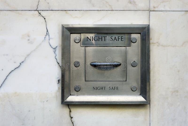 Caja fuerte de la noche en pared imágenes de archivo libres de regalías