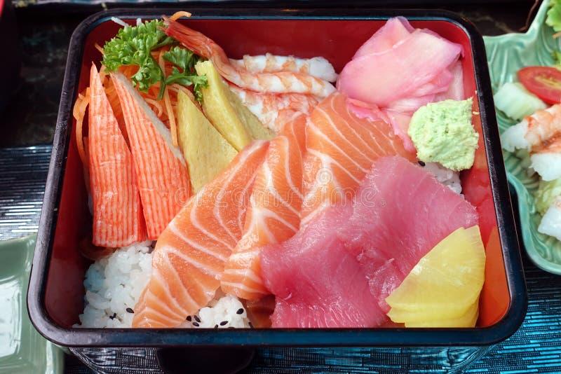 Caja japonesa de la comida en negro de madera imagen de archivo libre de regalías