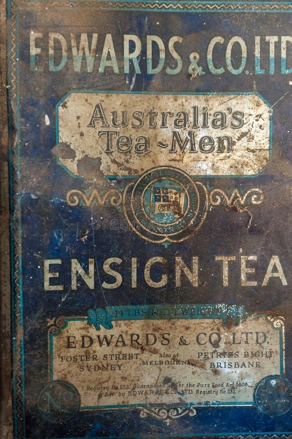 Caja oxidada vieja de la lata del t? imagen de archivo libre de regalías
