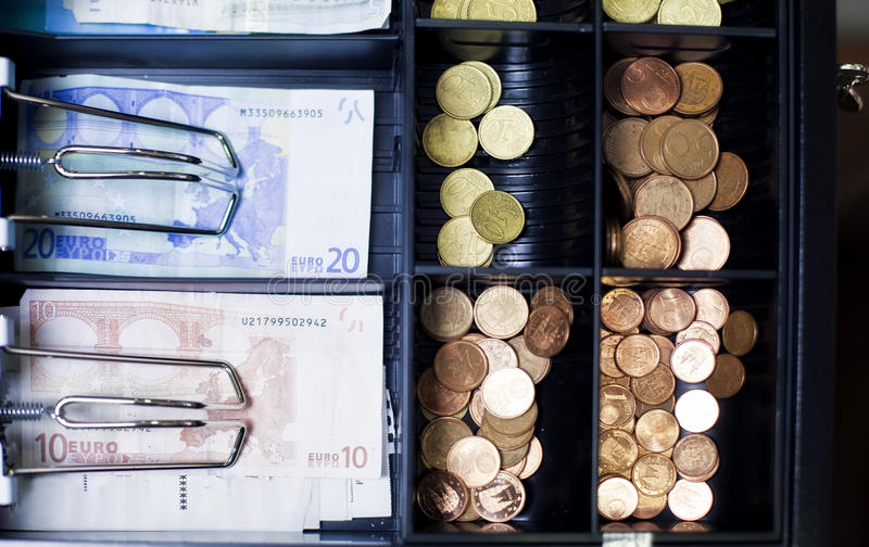 Caja registradora con euros