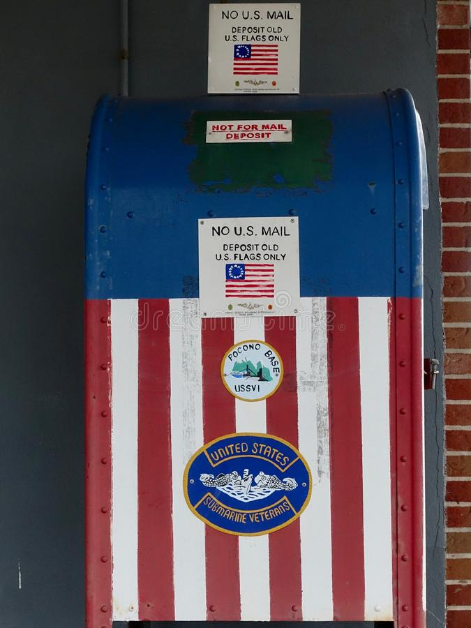 Caja roja, blanca y azul del almacén de la bandera americana fotos de archivo
