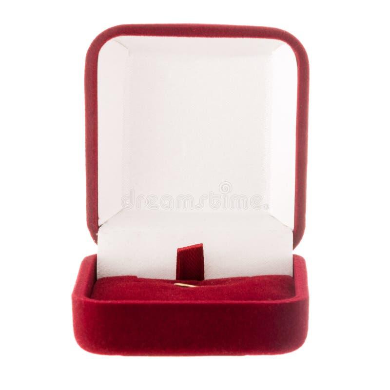 Caja roja cuadrada del terciopelo para la joyería aislada en blanco imagen de archivo
