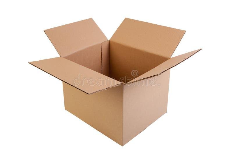 Caja simple del marrón, abierta y vacía del cartón, aislada en blanco imagenes de archivo