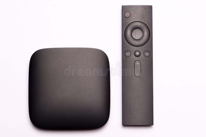 Caja y control remoto negros de las multimedias TV foto de archivo libre de regalías