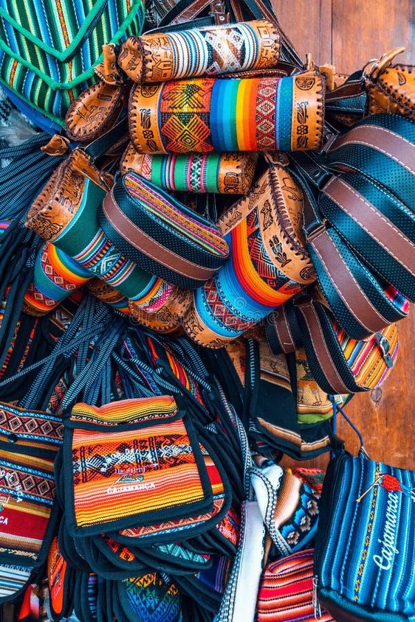 Cajamarquina tillverkar handväskahandväskor fotografering för bildbyråer