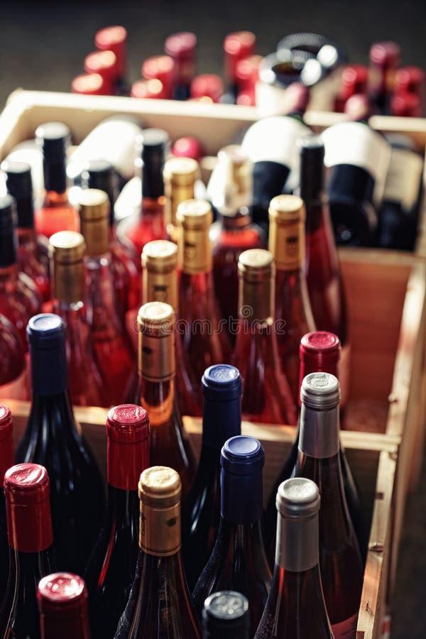 Cajas de botellas fotografía de archivo