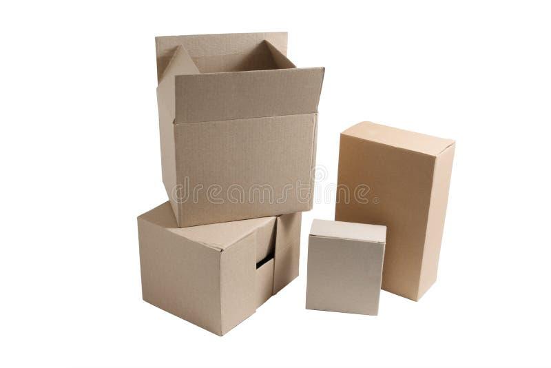 Cajas de cartón de diversos tamaños fotos de archivo