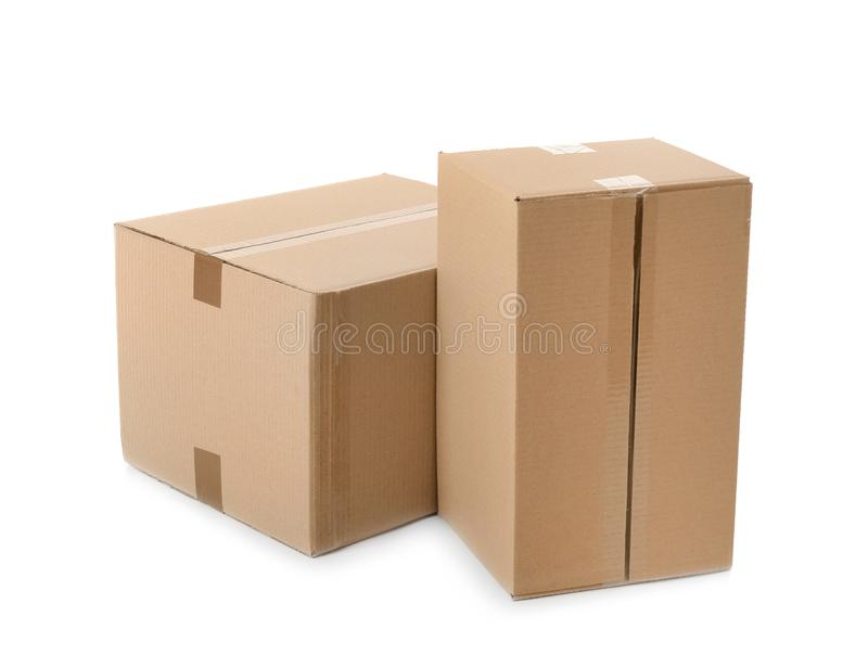 Cajas de cartón en el fondo blanco foto de archivo libre de regalías