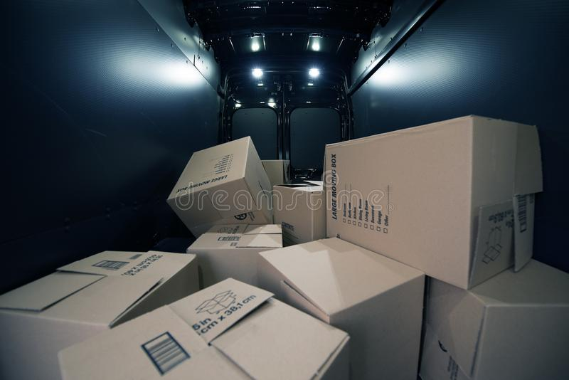 Cajas de cartón en el Van foto de archivo libre de regalías
