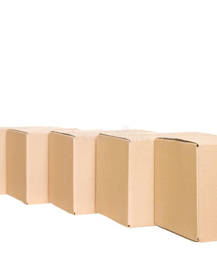 Cajas de cartón en una fila fotografía de archivo