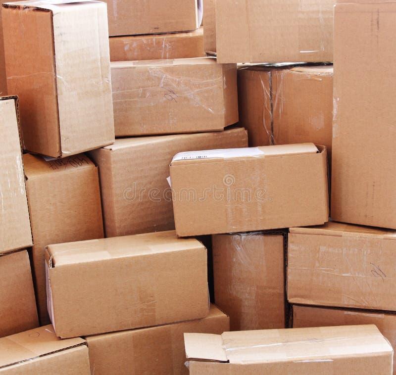 Cajas de cartón usadas imágenes de archivo libres de regalías