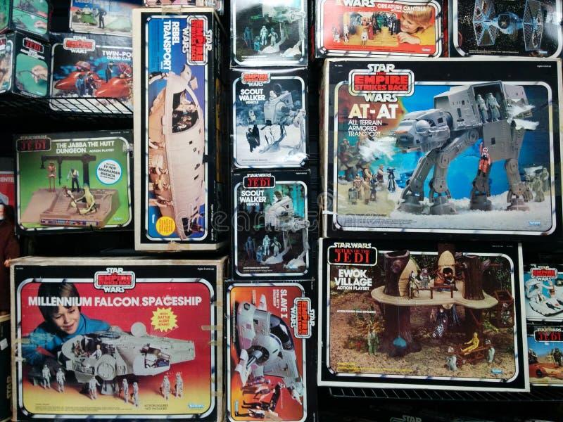 Cajas de juguetes de Star Wars del vintage imagenes de archivo