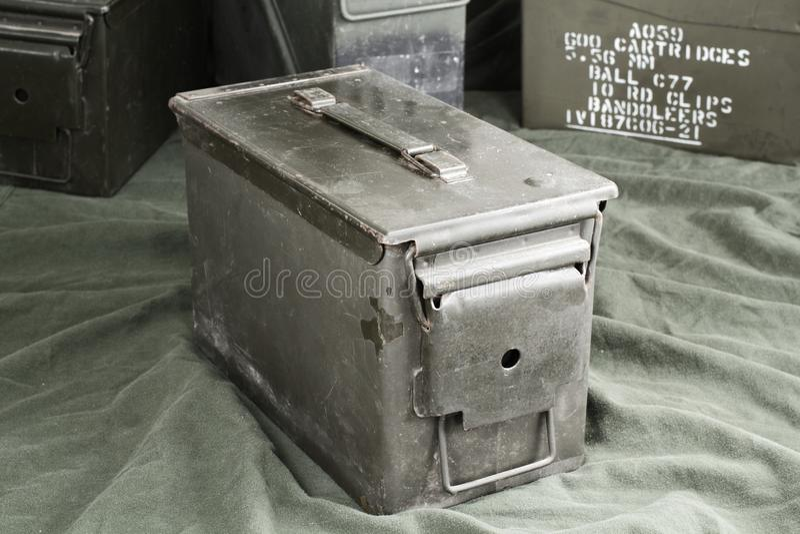 Cajas de la munición foto de archivo