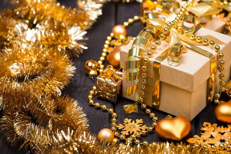 Cajas de regalo de la Navidad fotos de archivo