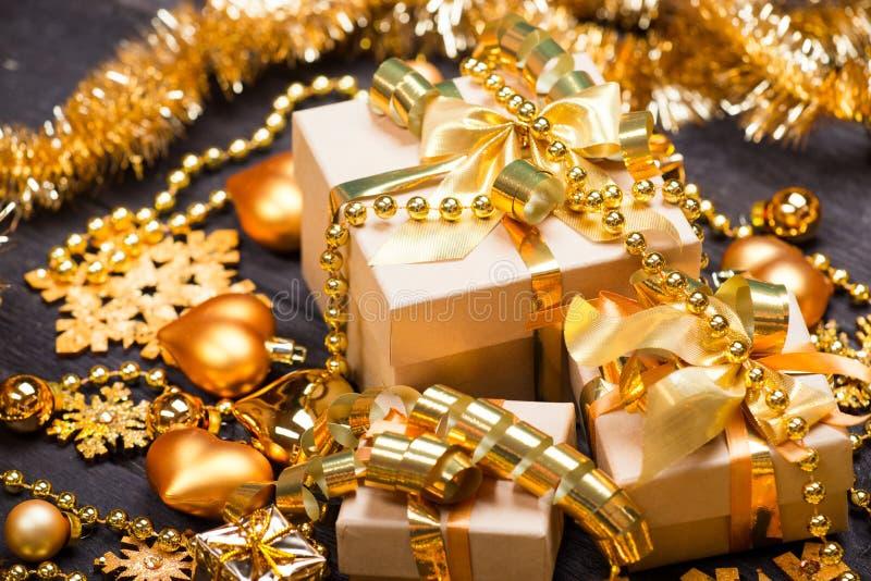 Cajas de regalo de la Navidad imagen de archivo