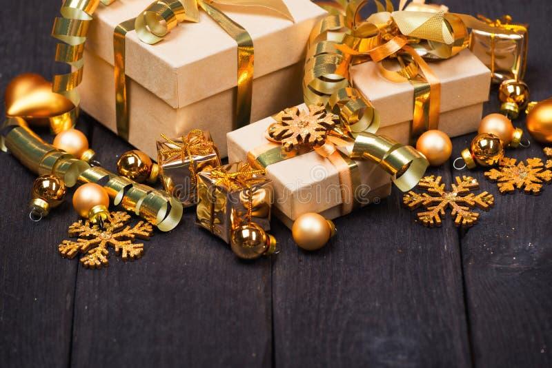 Cajas de regalo de la Navidad imagenes de archivo