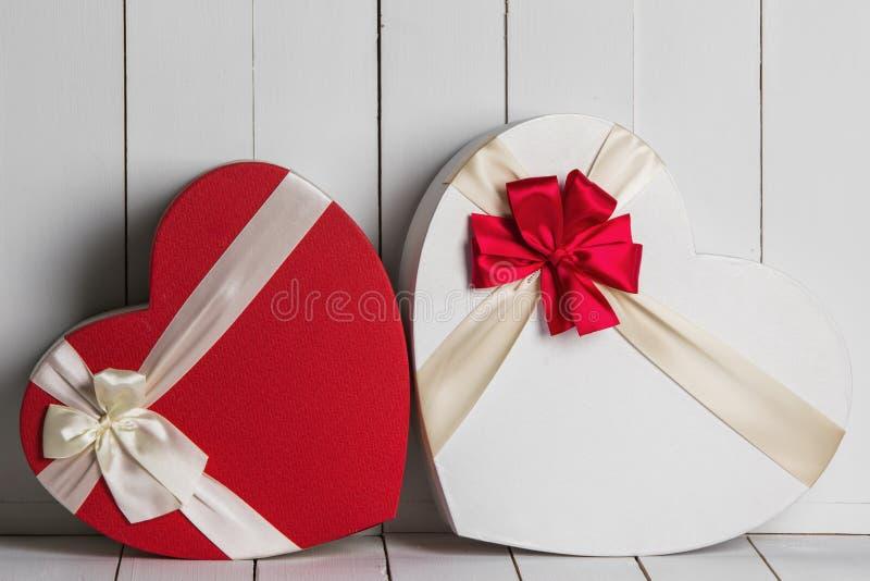 Cajas de regalo del día de tarjetas del día de San Valentín foto de archivo