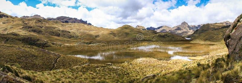 Cajas parka narodowego panorama Za zachód od Cuenca, Ekwador fotografia stock