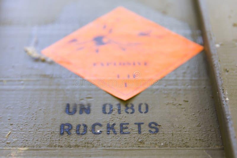 Cajas verdes de la munición con las granadas propulsadas por cohetes (RPG) imagen de archivo libre de regalías