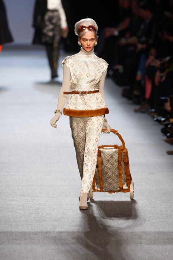 Cajgowy Paul Gaultier - Moda Paryski Tydzień fotografia stock
