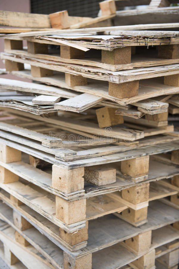 Cajones de madera del pedazo para reciclar imagen de archivo imagen de embalajes reciclaje - Reciclar cajones de madera ...