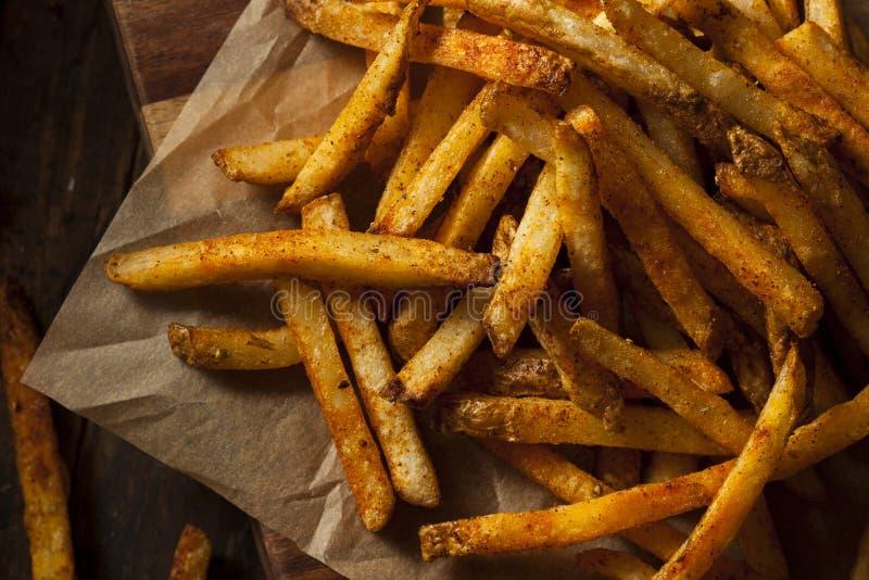 Cajun kryddade pommes frites royaltyfria bilder