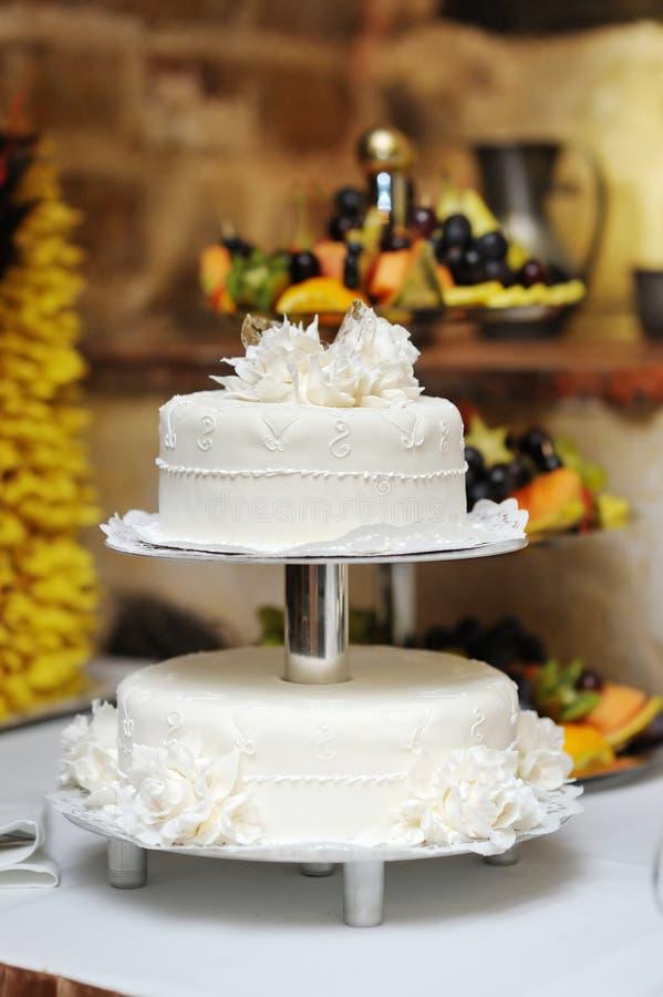 Caka blanco hermoso de la boda fotos de archivo libres de regalías