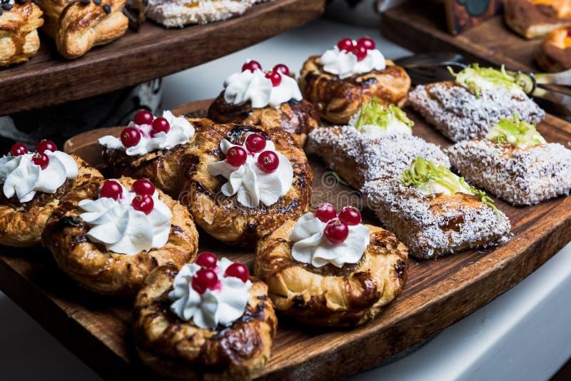 Cake - Dessert met Amerikaanse veenbes royalty-vrije stock afbeeldingen